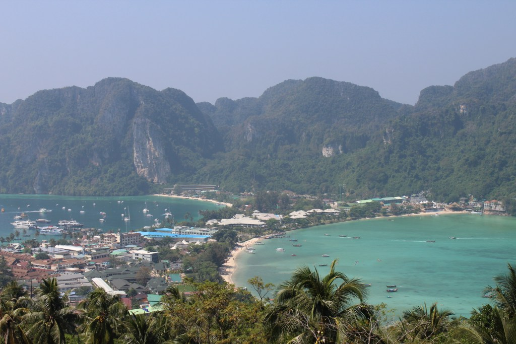 PHI PHI ISLAND - TOP VIEW POINT - PIOJOS ON TOUR CHIC LICES