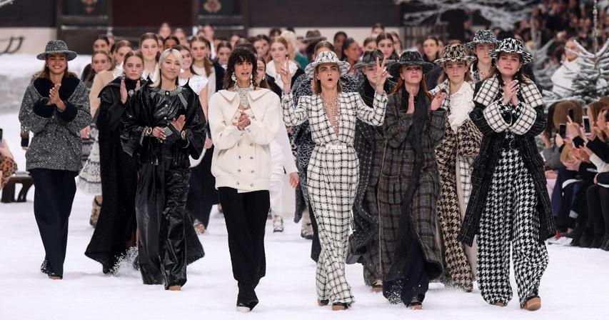 El último desfile de Karl Lagerfeld para Chanel 💔