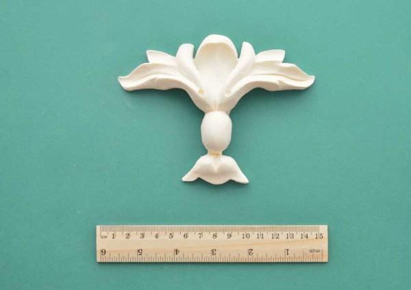 Simple Baroque Fleur-de-Lys Moulding