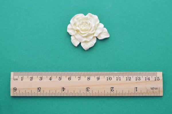 Flat Leafy Rose Moulding