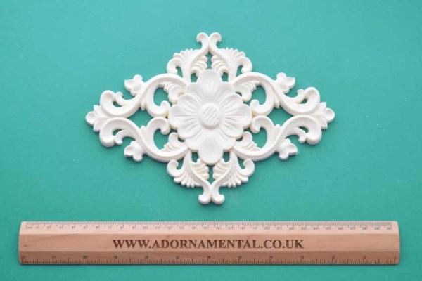 Floral Diamond Centrepiece Moulding