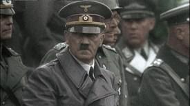 Hitler e seus generais da Wehrmacht na parada da vitória na Polonia