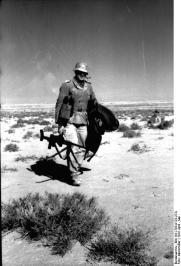 Nordafrika, Soldat mit Panzerbüchse