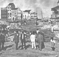 """Primeira destruição do Bairro do Recife em 1913 com o objetivo de """"Modernizar"""" a entrada da cidade. Essa """"reestruração"""" levou à baixo igrejas, fortes e dezenas de casas. Uma das justificativas era a """"exigência do trânsito""""...."""