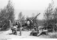 Frankreich, Artilleristen am Geschütz