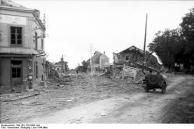 Frankreich, bei Falaise, zerstörte Gebäude in Ortschaft