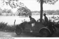 Frankreich, VW-Kübelwagen in Fahrt