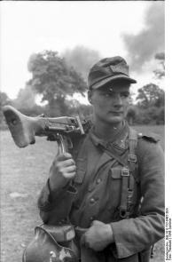 Frankreich, Soldat mit MG