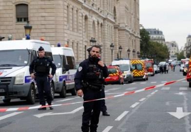 França abre investigação para apurar ataque com faca em Paris