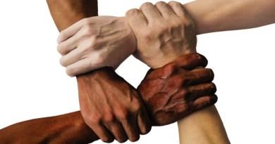 Momento Espírita: Em nome dos direitos humanos