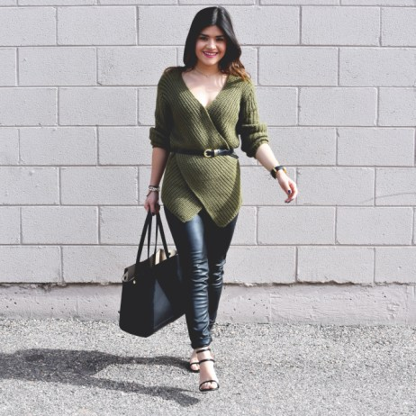 CROSS FRONT OLIVE GREEN SWEATER