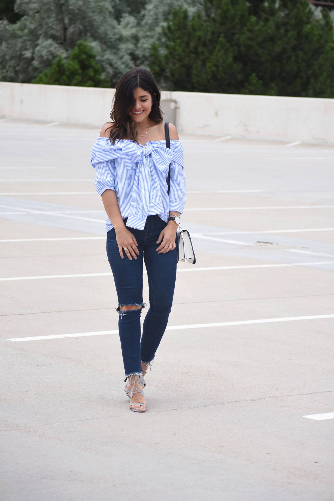 Carolina Hellal of Chic Talk wearing Madewell skinny jeans, SheIn tie front off the shoulder top and Solesociety white crossbody bag