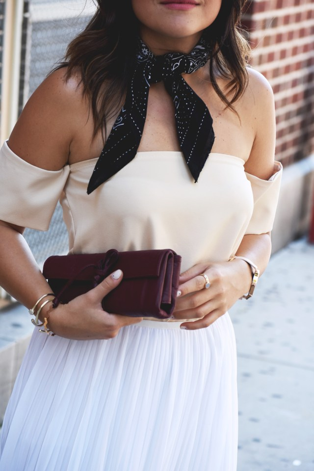 Carolina Hellal of the fashion blog Chic Talk wearing a black H&M bandana, beige top and Burgundy pretty fast clutch