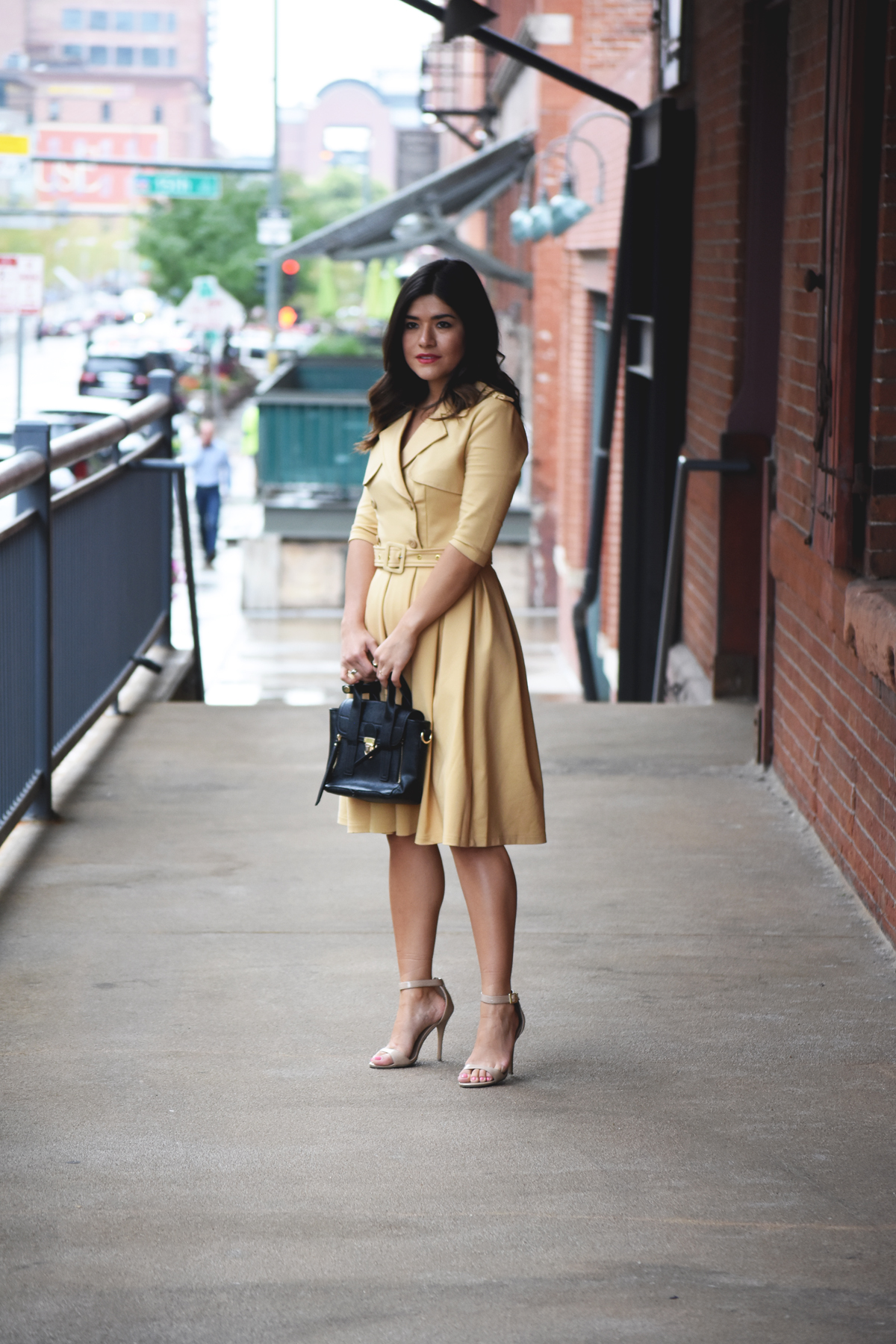 Carolina Hellal of Chic Talk wearing a Chicwish beige trench dress and Mellow Handbag World bag, and beige strap sandals