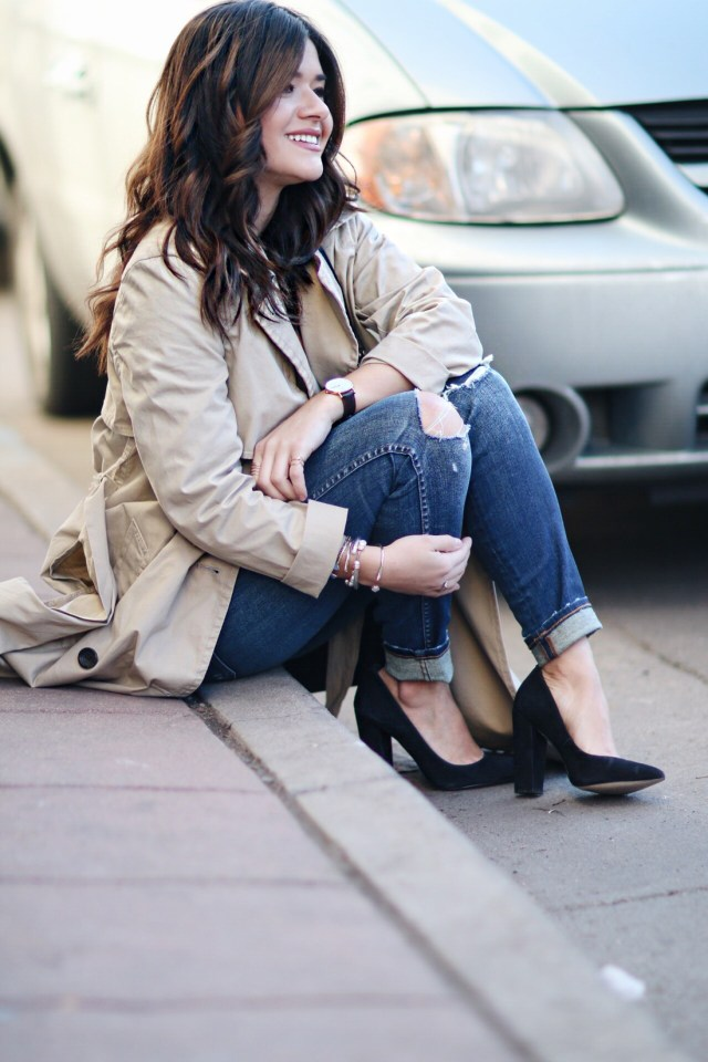 Carolina Hellal of Chic Talk wearing a Madewell trench coat, ripped jeans, topshop white tank, Steve Madden black pumps and Rebecca Minkoff