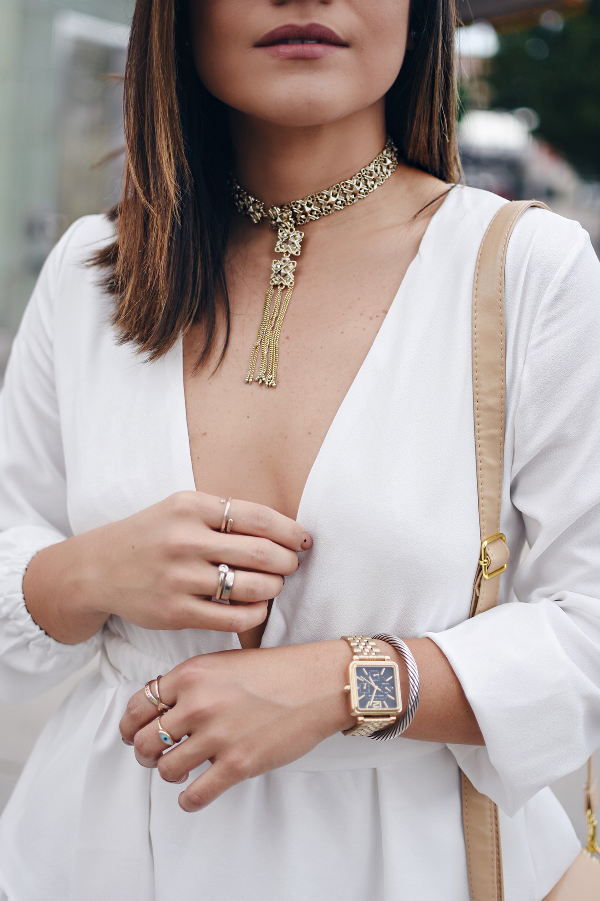 Carolina Hellal of Chic Talk styling a gold Chocker via Kendra Scott, a Shein white ruffle dress, Marc Fisher slides and Madewell jeans