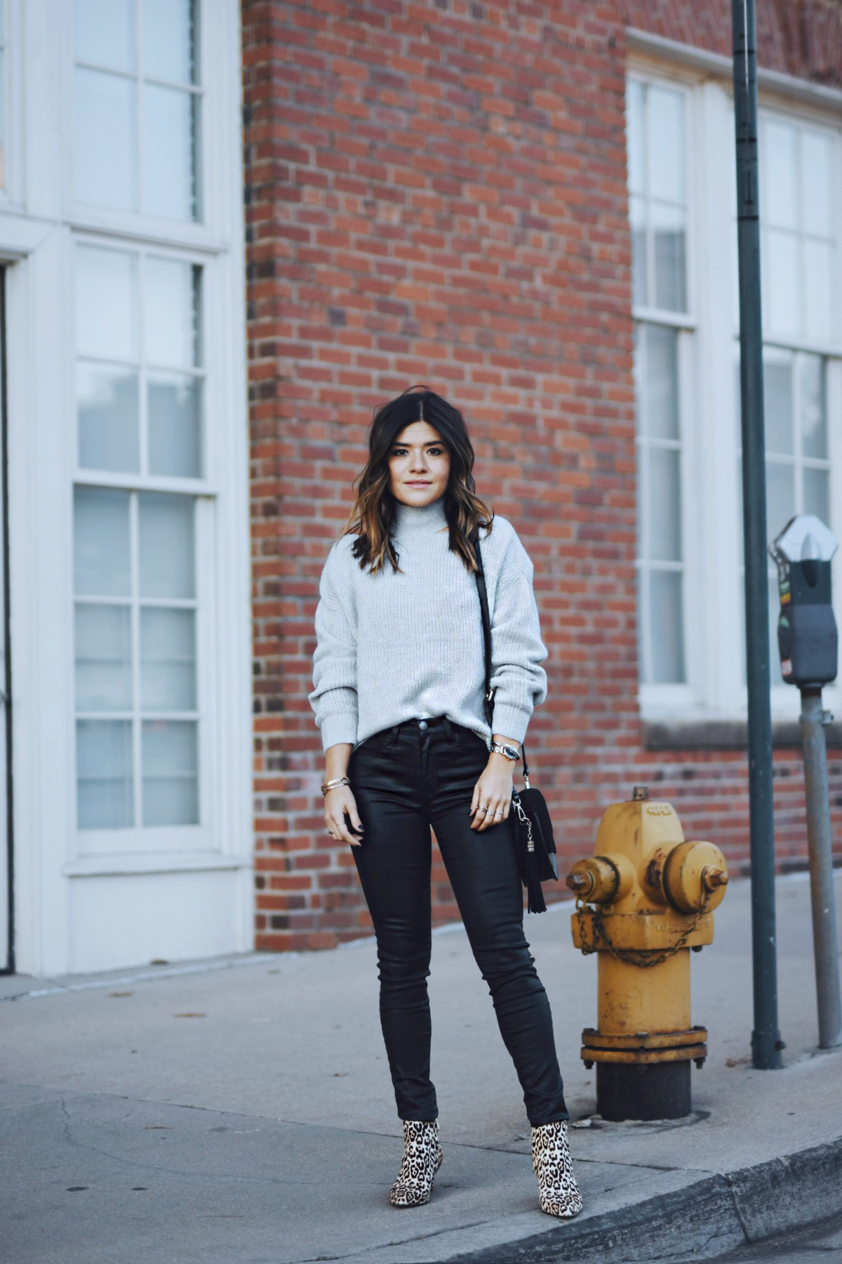 Carolina Hellal of Chic Talk wearing a Nordstrom sweater, Current Elliot waxed jeans and Sam Edelman booties