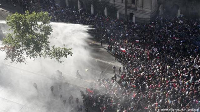 Chile, Santiago: Brände und Proteste