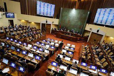 Comisión de Constitución de la Cámara rechaza en general proyecto que elimina inhabilidad de alcaldes y cores para que puedan competir en otro cargo