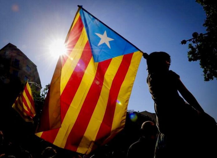 Independence: Spanish flag taken down in Catalan towns