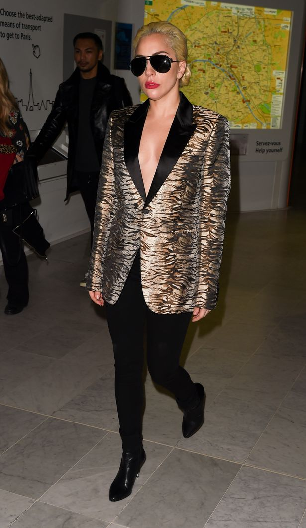 Lady-Gaga-arrives-at-CDG-Airport-in-Paris-for-the-Victoria-Secret-Show