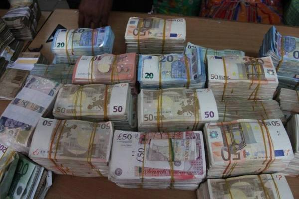 Pounds and Dollars recovered by EFCC