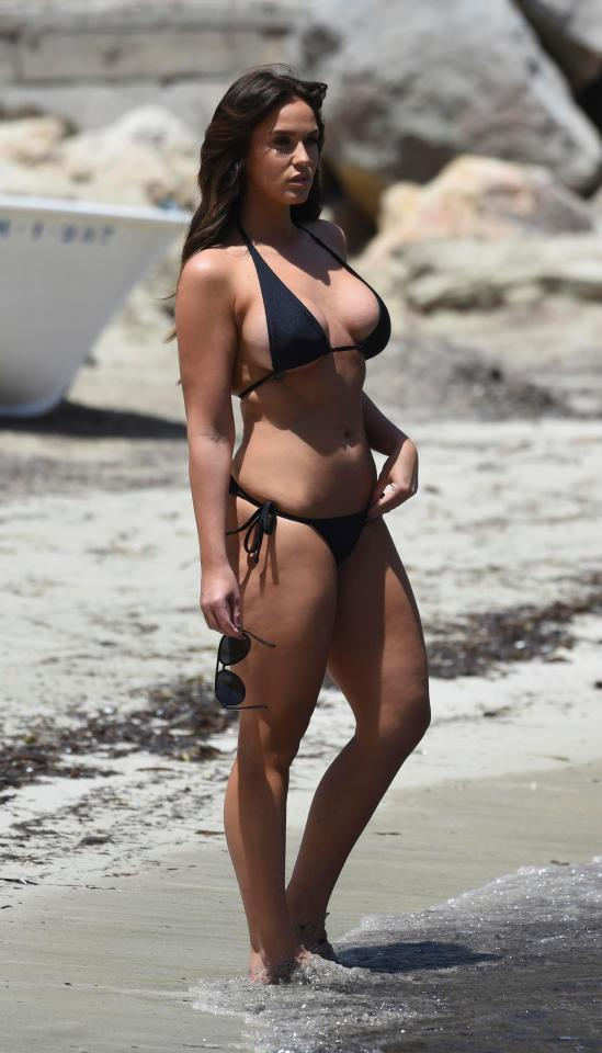 The star showed off her curvy figure as she wandered on the shore