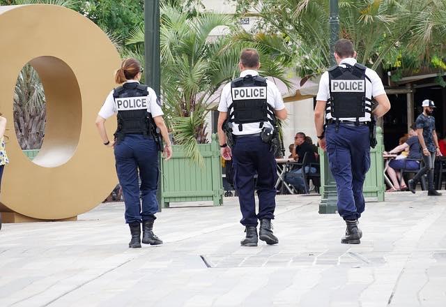 書類送検逮捕