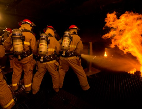 Firefighters-fighting-a-fire