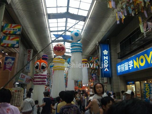 商店街の中にある七夕神社と思ったら、七夕まつりのときだけある神社だった
