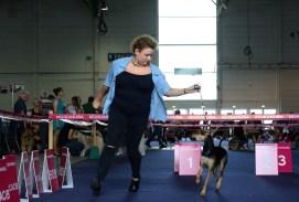 Julie Segaert (éleveuse des chiens nus) et Poppers Sweety Punk et Nynphoman Sweety Punk. Photo by Mauricio Alvarez