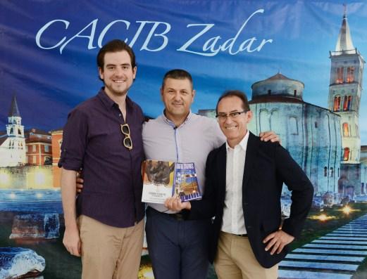 Juan Pablo Artaza- Cónsul del Perú en Croacia, Branko Sare - Presidente del Kennel Club Croata y Pedro Santiago Allemant - Director del filme. Foto: Mauricio Alvarez.