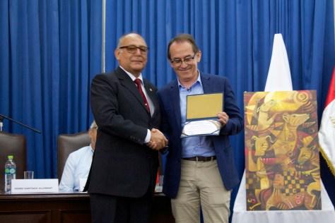 Reconocimiento otorgado por el Dr. José Luis Vílchez Muñoz – Decano de la Facultad de Medicina Veterinaria de la UNPRG. Photo by Favio Jordi Martínez Nuntón / appp – adpp ©2018