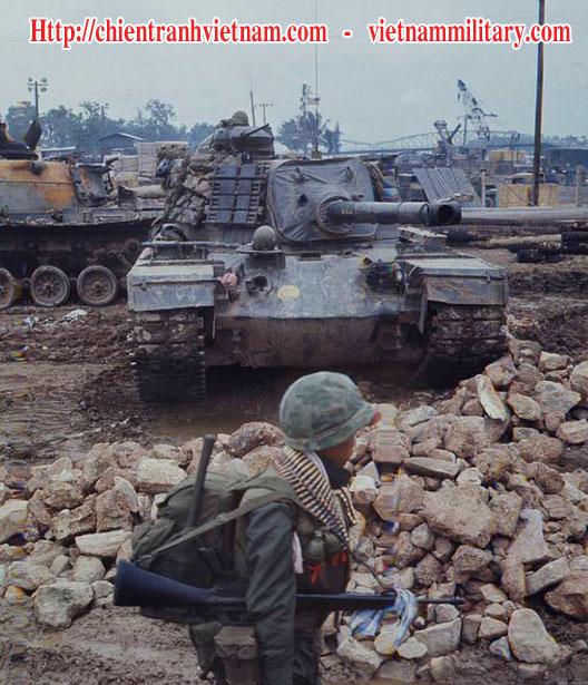 Xe Tang M41 Walker Bulldog Tank đang phòng ngự ở Tây Ninh trong chiến tranh Việt Nam - Viet Nam war