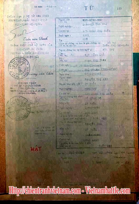 Hình ảnh tang lễ về cái chết của tổng thống Ngô Đình Diệm và em trai là cố vấn Ngô Đình Nhu : Bản tử của ông Nhu được ghi chức vụ là Quản Lý Tàn Thư