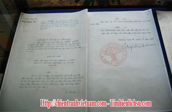 Tài liệu Luật 10/59 và chữ ký của tổng thống Ngô Đình Diệm được chụp hình tại Trung tâm Lưu trữ Quốc gia IV (Cục Văn thư và Lưu trữ Nhà nước – Bộ Nội vụ) ở số 2 Yết Kiêu, Đà Lạt, Lâm Đồng - South Vietnamese leader Ngo Dinh Diem's 10/59 edict with guillotine in Vietnam war