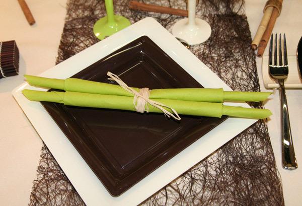 Assiettes-carrees-ivoire-et-chocolat