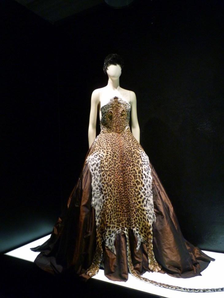 robe-leopard