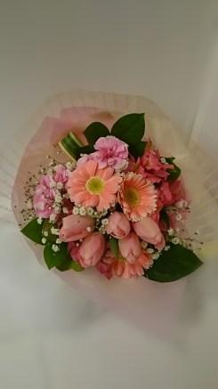 商品No.230013/花束 参考価格:3240円 ブーケ風の花束でーす‼ピンク系でまとめてみました。送別・誕生日・その他お祝いに!!