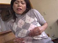 驚く程のデカ垂れ乳熟女、時越芙美江さんが昼間から発情して乳首弄りオナニーをしている動画
