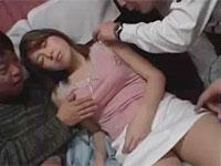 夜行バス痴漢。酔って寝ている女性のオッパイを揉んだりチクビを舐めたり好き放題。