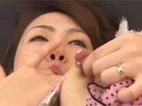 息子を想いながら母乳乳首オナニーで身体の火照りを癒す母親