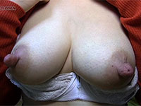 産後13ヶ月、母乳ママかおるさんの吸いやすそうなデカ乳首