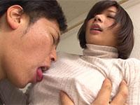 ノーブラ女子のコリコリ勃起乳首を服の上からとことん舐め吸ったった!
