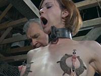 なにこれ怖い・・・乳首に電流を流されて洗脳される金髪娘