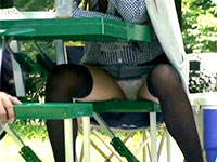 野外BBQでデニムのミニスカートから覗くパンチラで挑発されちゃった僕