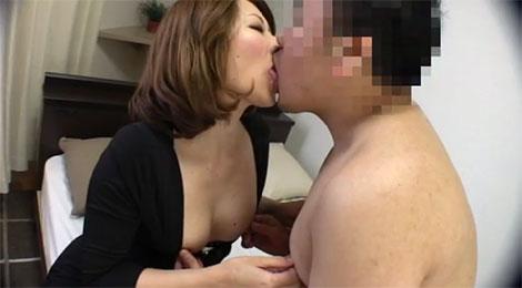 乳首を弄り合いながらベロチュー