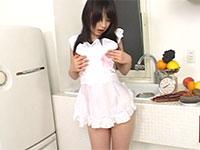 っちゃ可愛いあすかみみちゃんがブドウを乳首に擦り付けて果物乳首オナニー!