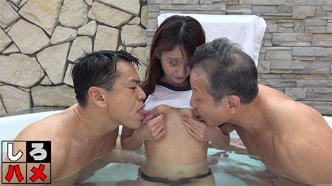 オッサン二人がのあさんの乳首に吸い付く
