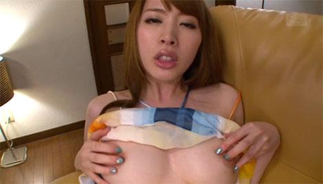 乳首が気持ち良くてうっとりした表情の本田岬さん